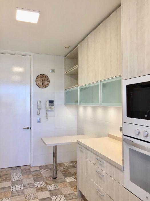 Vista hacia acceso de cocina balConcept SpA Cocinas equipadas