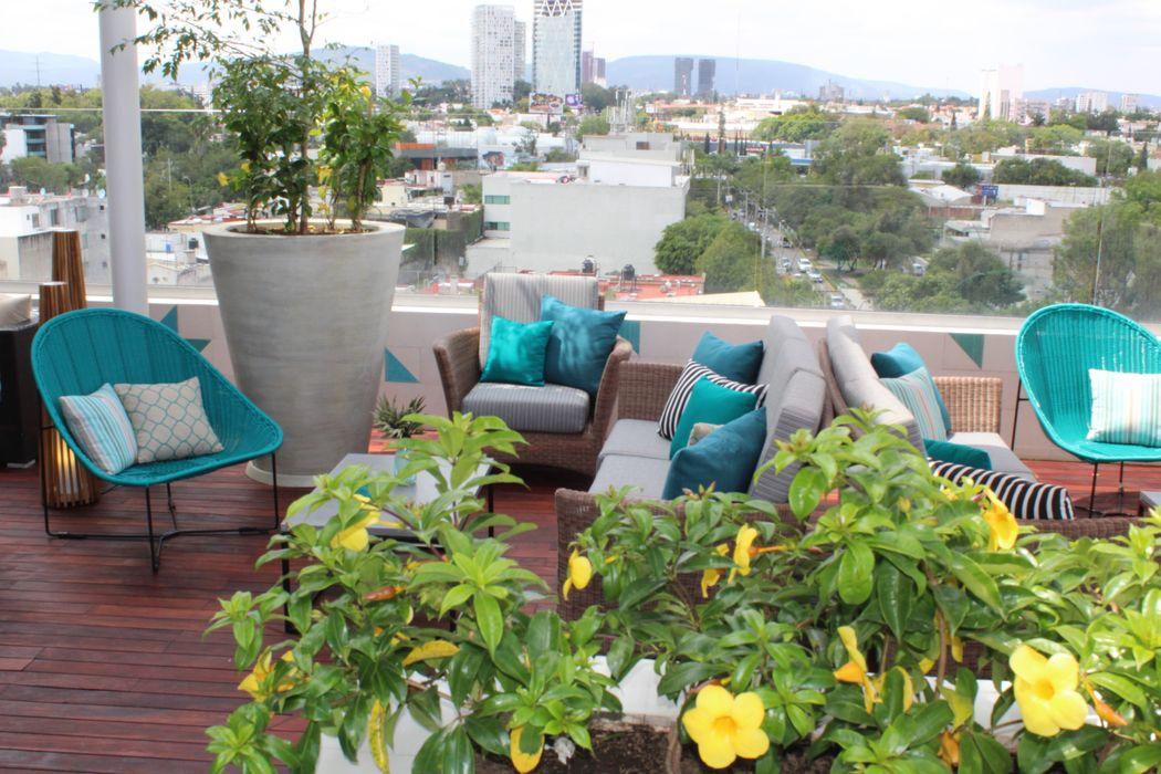 Square PLH Small Luxury Hotel MONTAUDON INTERIORISMO Balcones y terrazas modernos Turquesa