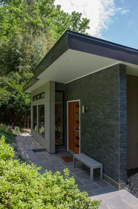 Old Farm Residence RT Studio, LLC Modern Houses