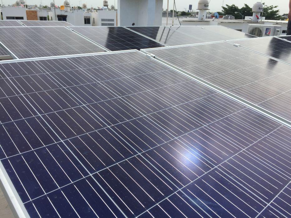 Proyecto Fotovoltaico 1366KW Bimestre Merida AIRHAUS S. DE R.L. DE C.V. Estudios y despachos modernos