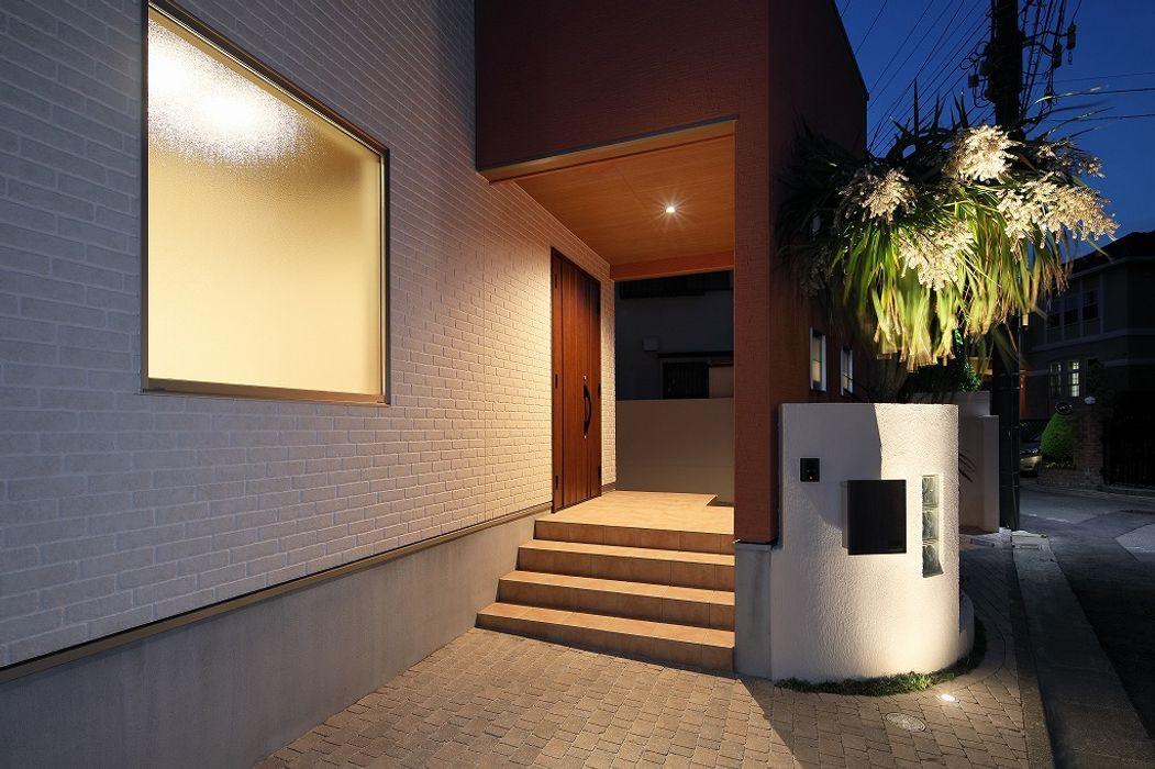 アプローチ PROSPERDESIGN ARCHITECT /プロスパーデザイン モダンスタイルの 玄関&廊下&階段