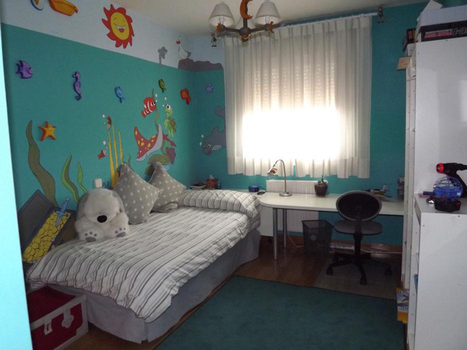 dormitorio infantil de niño con paredes azules Almudena Madrid Interiorismo, diseño y decoración de interiores Habitaciones de niños Azul