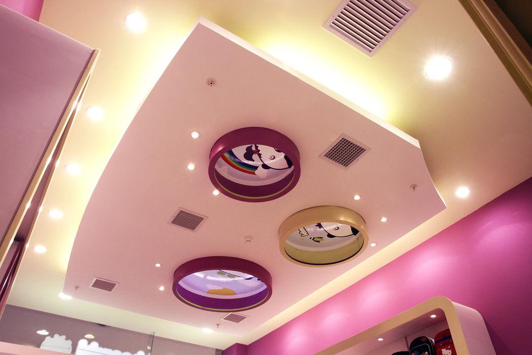 TECHO CON FOCOS LED Design Comercial Anexos de estilo moderno Madera Morado/Violeta
