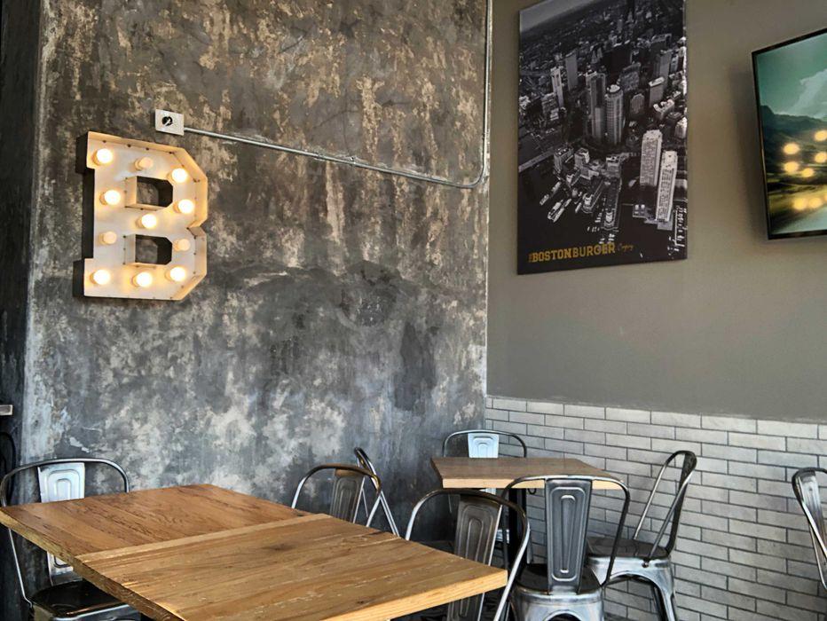 The Boston Burger Company Estudio Chipotle Bares y clubs de estilo industrial Concreto Negro