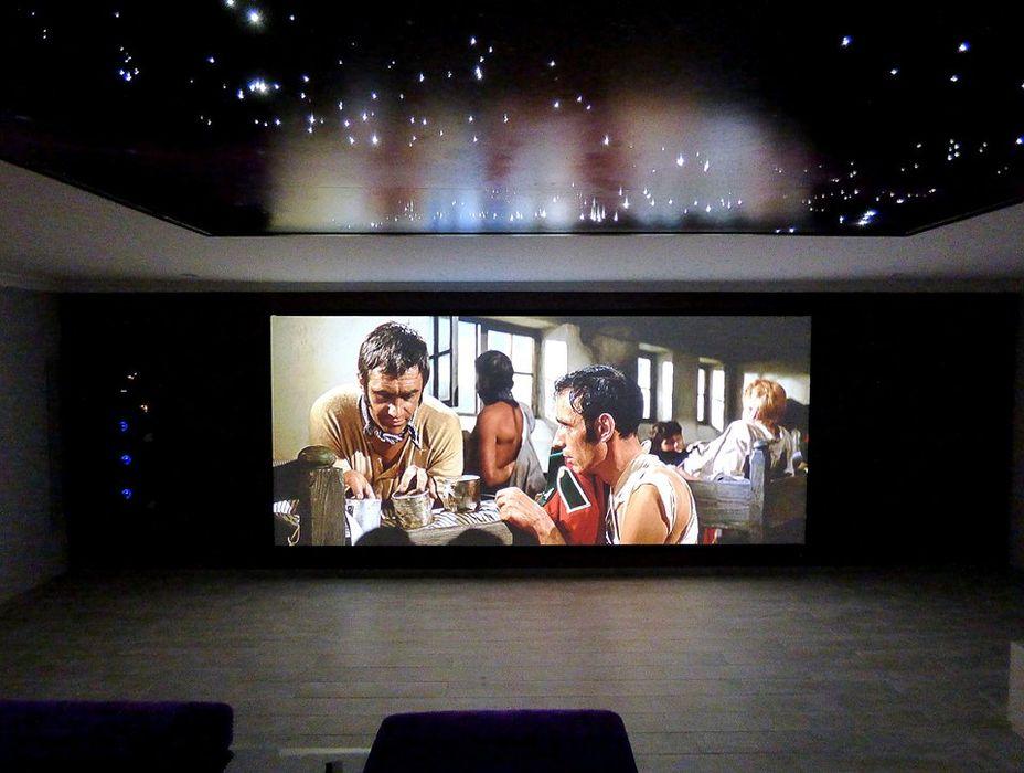 Cinema Dolby Atmos Projection Dreams / CUSTOM CINEMA 360 LDA Produtos eletrónicos MDF Roxo/violeta