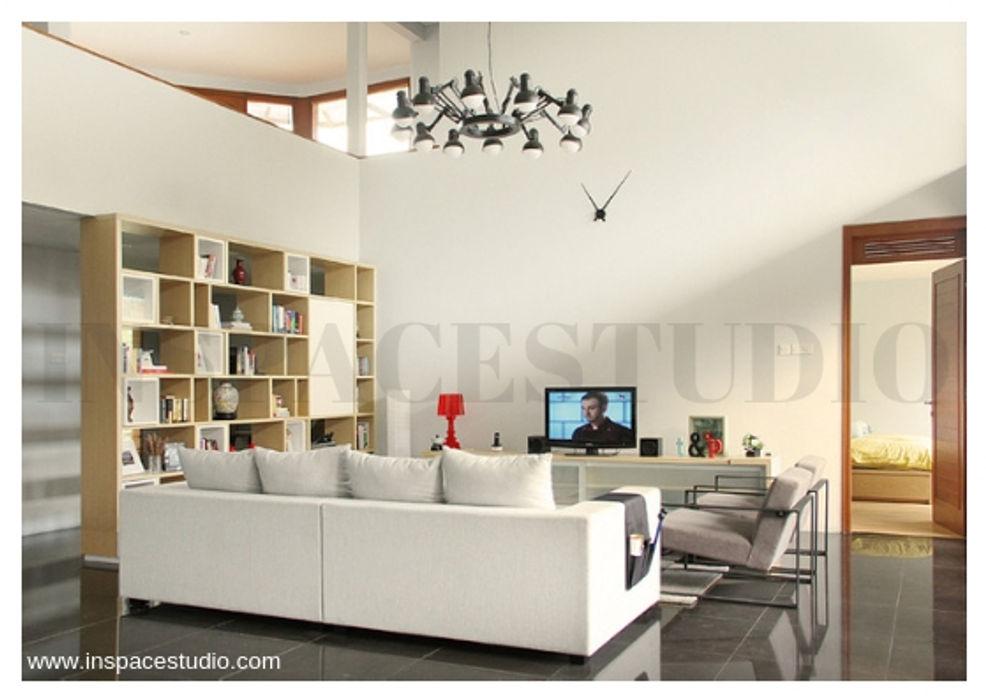 Inspace Studio Minimalist living room