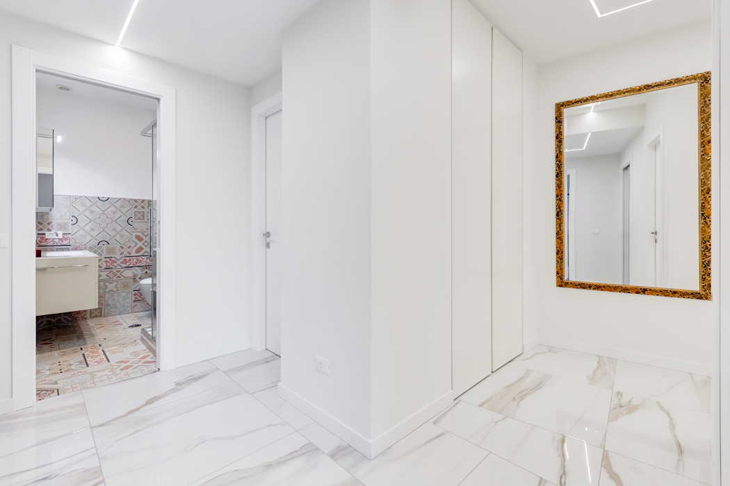 Savio Residence EF_Archidesign Ingresso, Corridoio & Scale in stile moderno
