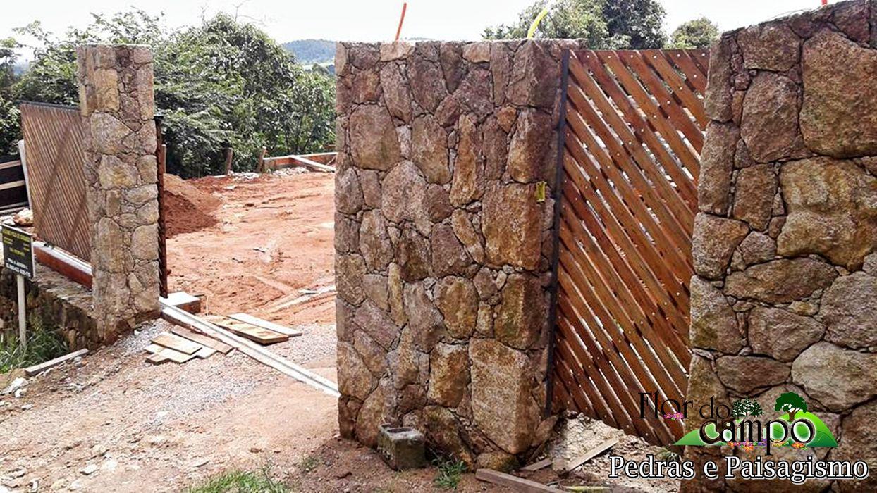 Revestimento com pedra em vários lugares da casa Flor do Campo Pedras e Paisagismo Parede e pavimentoRevestimentos de parede e pavimentos