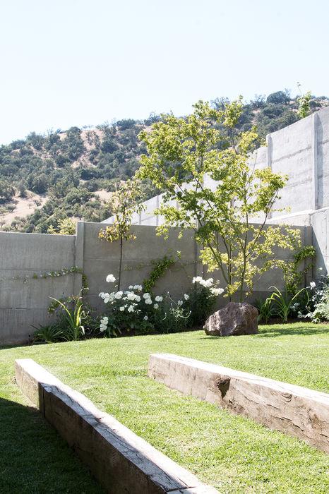 Trabajo de niveles homify Jardines de estilo minimalista