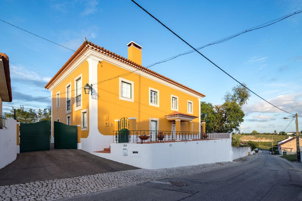 Reconstrução de moradia antiga Atelier d'Maison Casas modernas