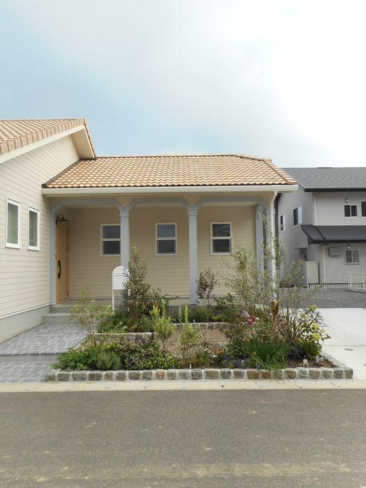 Live Sumai - アズ・コンストラクション - Classic style houses Beige
