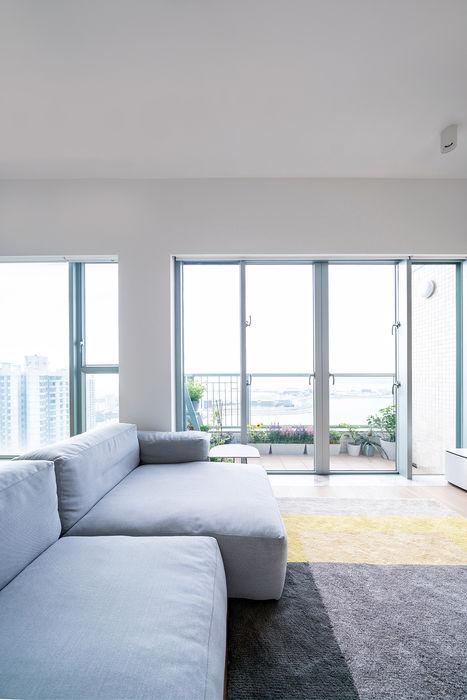 VM's RESIDENCE arctitudesign Minimalist living room