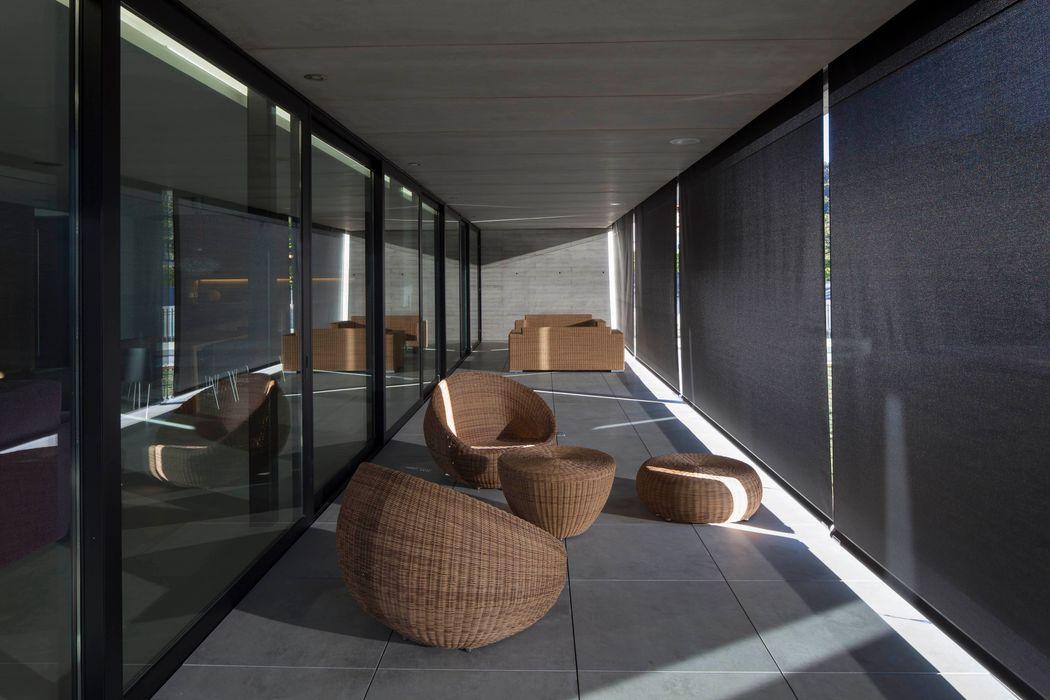 Vivienda unifamiliar en Reajo del Roble TEÓFILO. Carpintería de Aluminio Espacios comerciales de estilo moderno