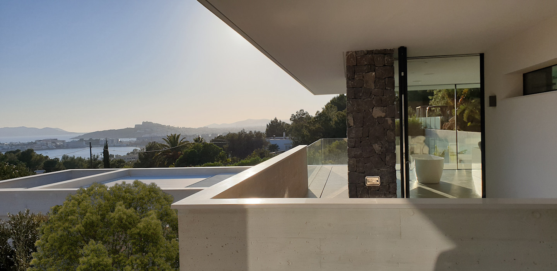 Detalle de balcon con vista al mar GARLIC arquitectos Villas Hormigón
