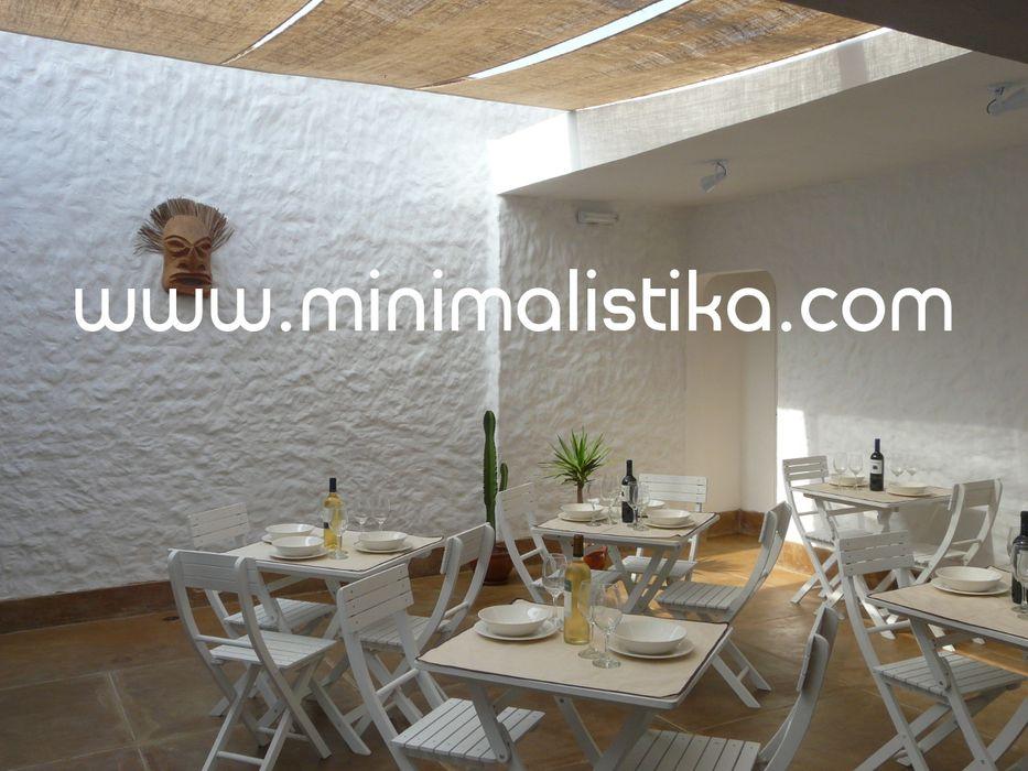 Casas de Playa Minimalista y Mediterráneo - Patio Minimalistika.com Balcones y terrazas mediterráneos Madera maciza Blanco