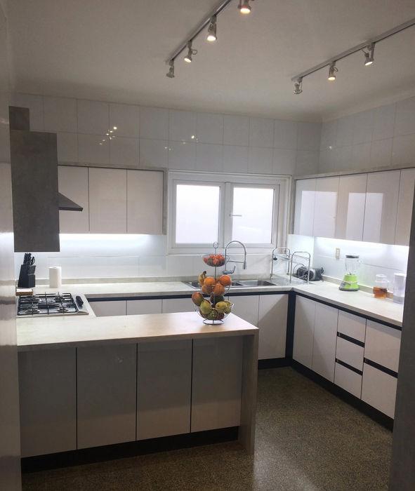 Entorno Estudios KitchenStorage Solid Wood White