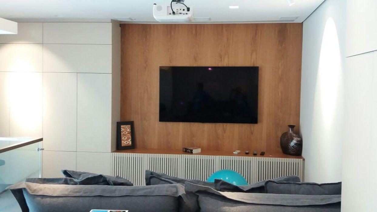 Elaine Hormann Architecture Salas de multimídiaAcessórios e decoração Madeira Efeito de madeira
