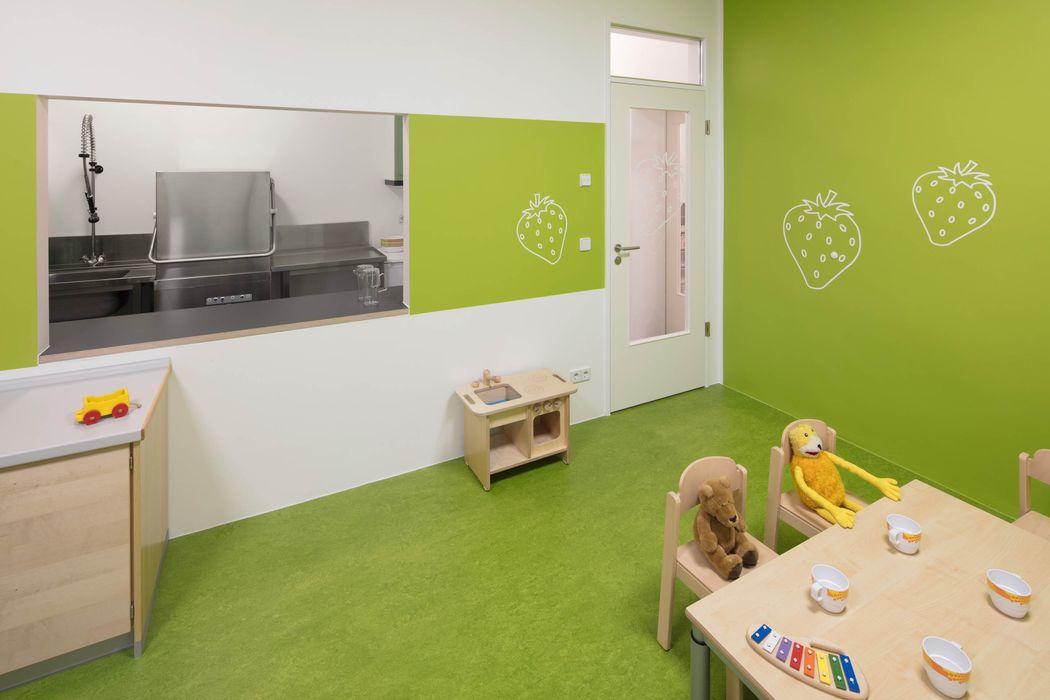 ESSENSRAUM _WERKSTATT FÜR UNBESCHAFFBARES - Innenarchitektur aus Berlin Moderne Schulen