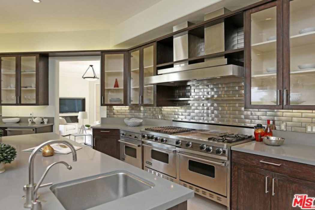 Hollywood Kitchen and outdoor Space JSM Project Management Kitchen units