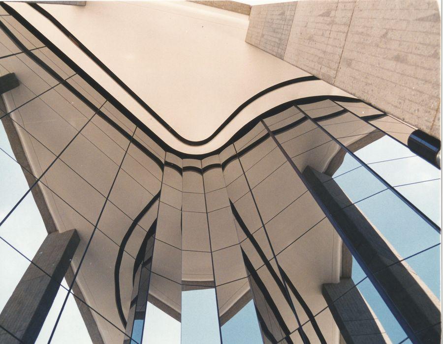 ABSTRACCIÓN OMAR SEIJAS, ARQUITECTO Edificios de oficinas de estilo moderno