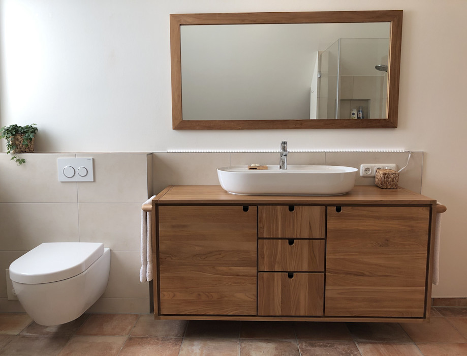 großzügiges Badezimmer im Naturstil LifeStyle Bäderstudio Tropische Badezimmer