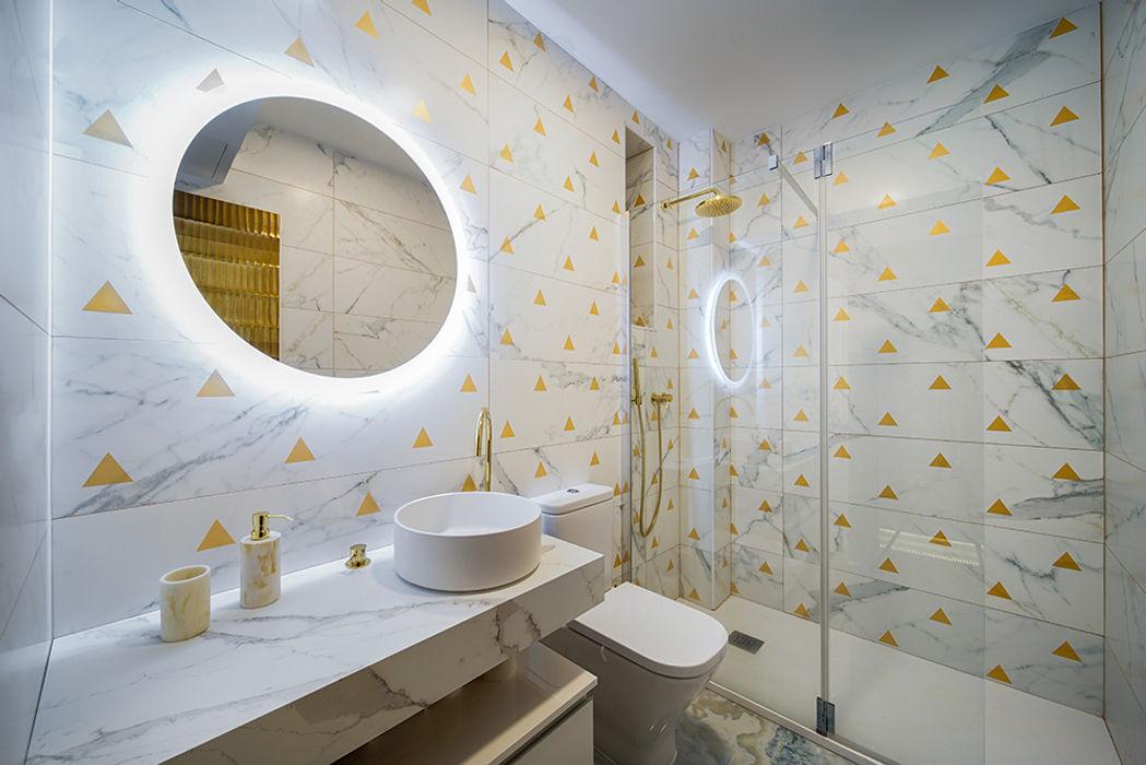 Cuarto de baño de diseño para reforma de piso. OOIIO Arquitectura Baños de estilo moderno Cerámico Blanco