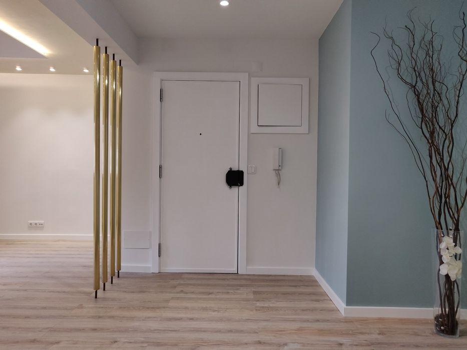 Corroios - Seixal 2020 C evolutio Lda Corredores, halls e escadas modernos