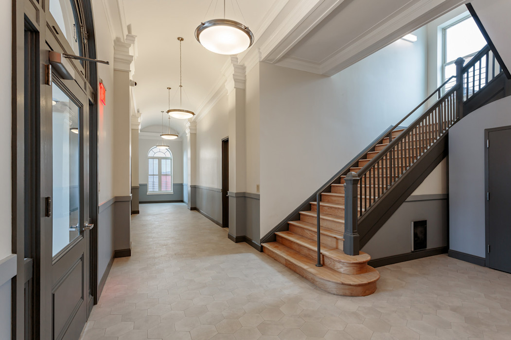 Our Lady of Lourdes, Passivhaus Mehrfamilienhaus in Brooklyn, NYC van der Moga Photography Treppe