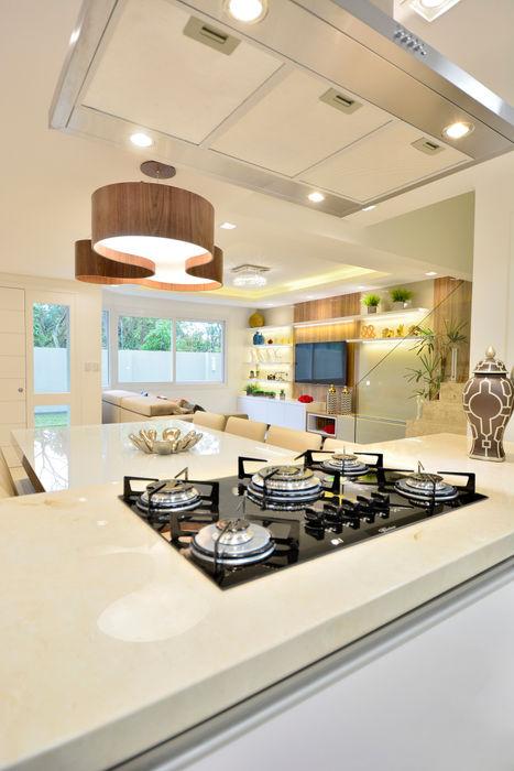 Graça Brenner Arquitetura e Interiores Kitchen units Granite Beige