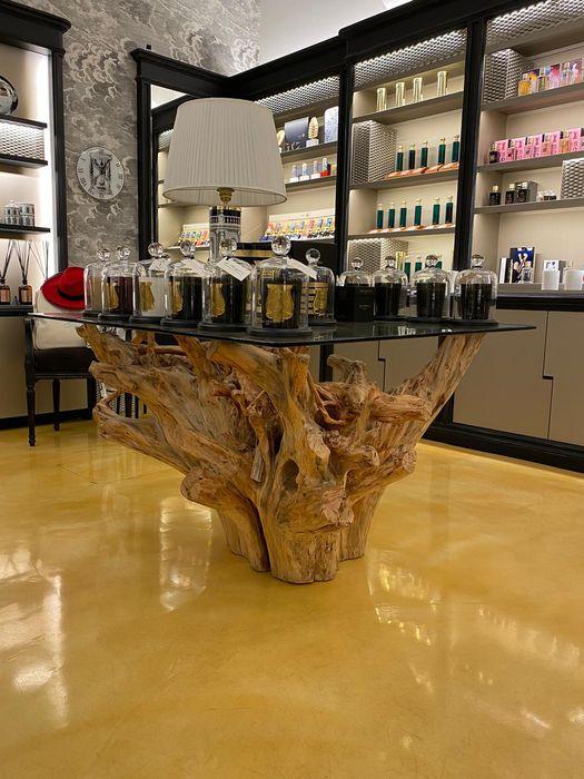tavolo in legno di cipresso Radice In Movimento Negozi & Locali Commerciali Legno massello Marrone