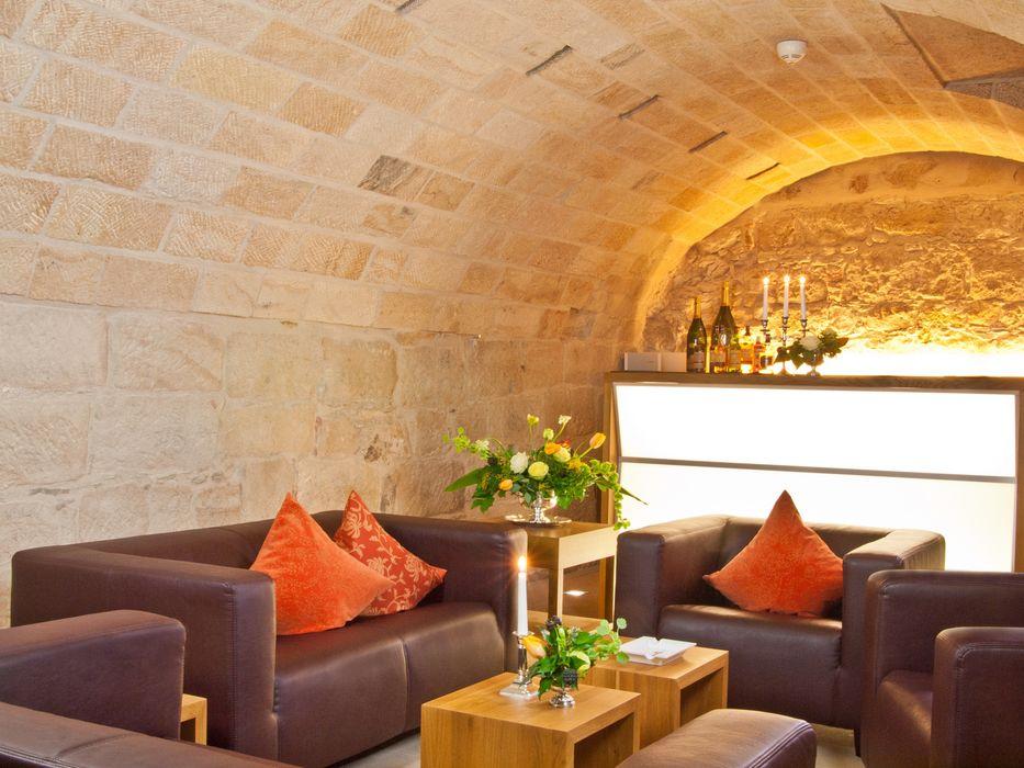 Lounge, Restaurant und Saal am Dresdner Neumarkt Immobilienfotografie & Architekturfotografie André Henschke Ausgefallene Weinkeller