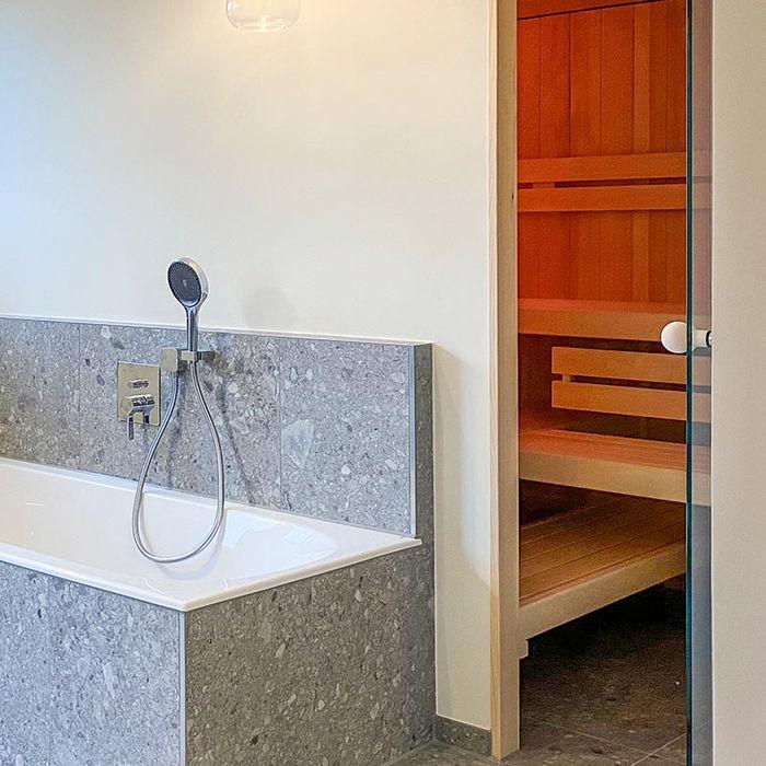 Perfekte Sauna-Integration im Bad | KOERNER Saunamanufaktur KOERNER SAUNABAU GMBH Sauna