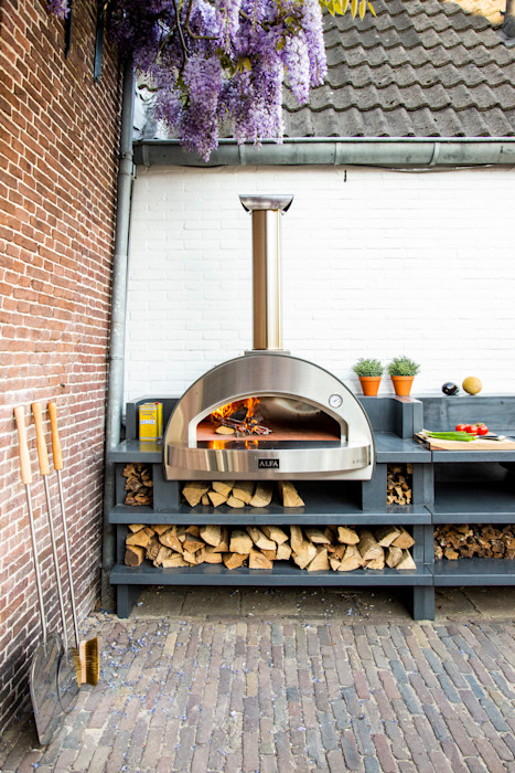 4 PIZZE oven with the fire going Alfa Forni Balconies, verandas & terraces Accessories & decoration