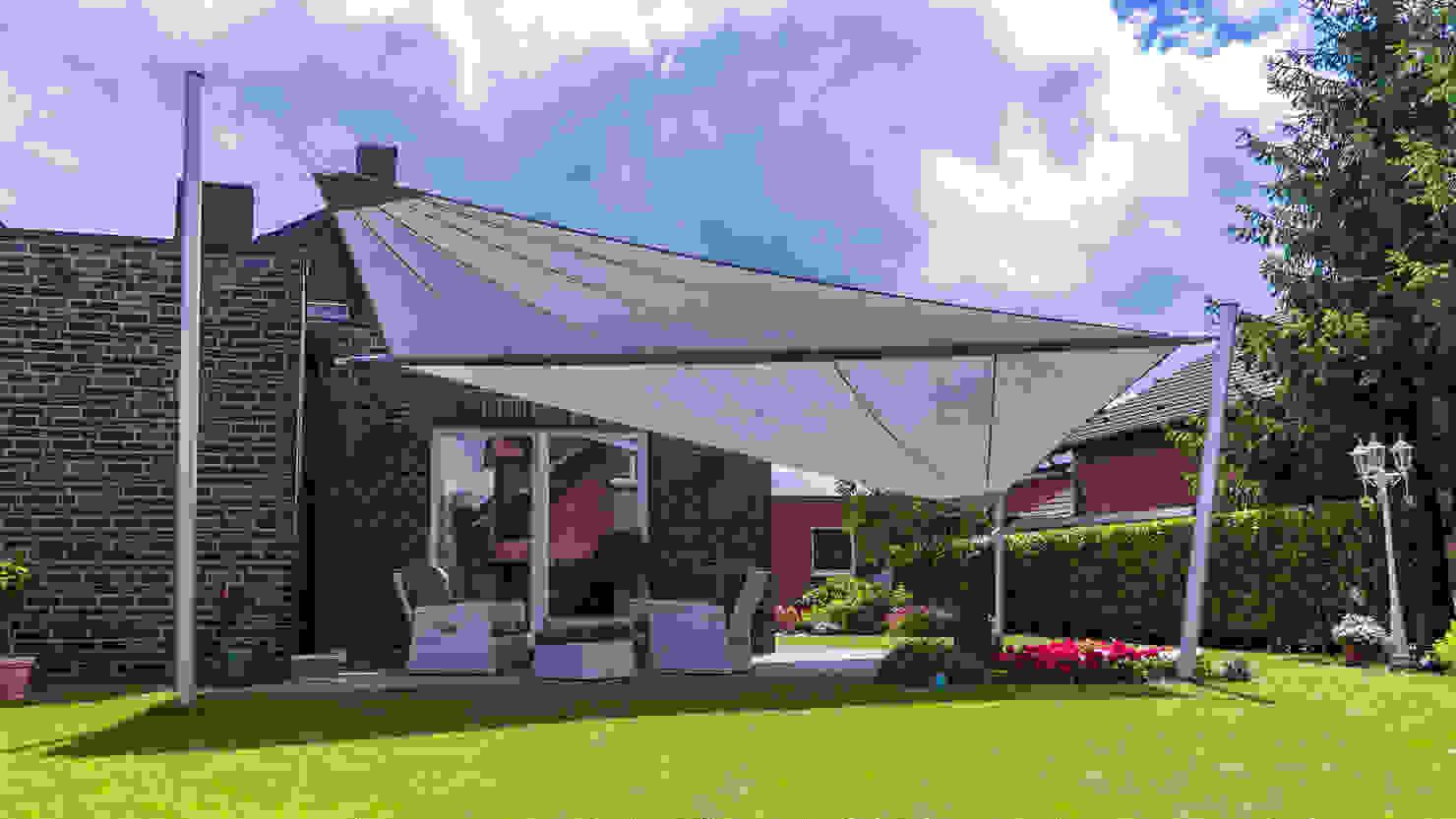 Sonnensegel und Co.: 8 Sonnenschutzvarianten für Terrasse und Balkon