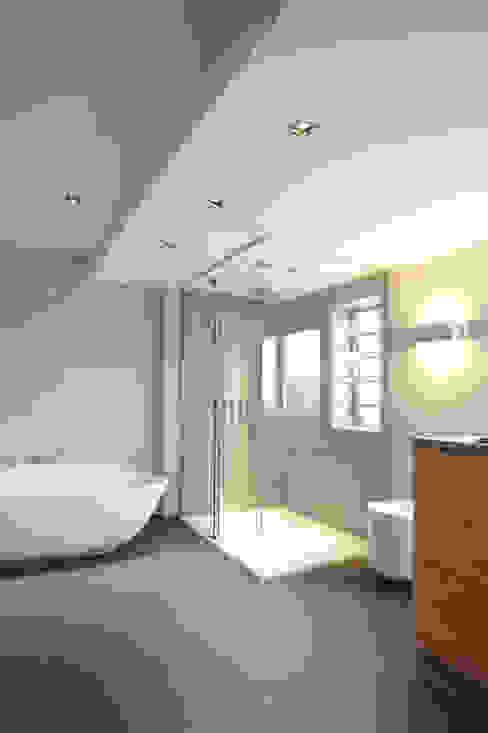 Salle de bain moderne par Raumgespür Innenarchitektur Design Ilka Hilgemann Moderne