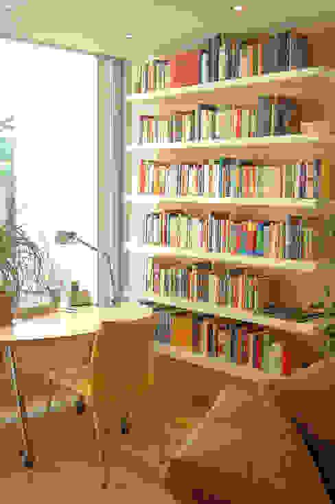 Salas de estar modernas por Einrichtungsideen Moderno