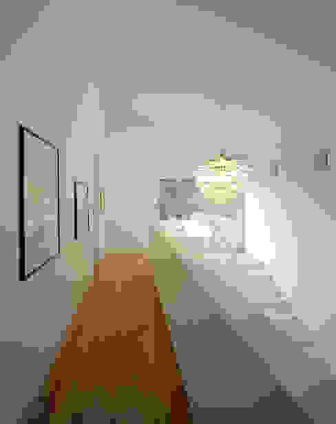 モダンスタイルの 玄関&廊下&階段 の Architektur & Interior Design モダン