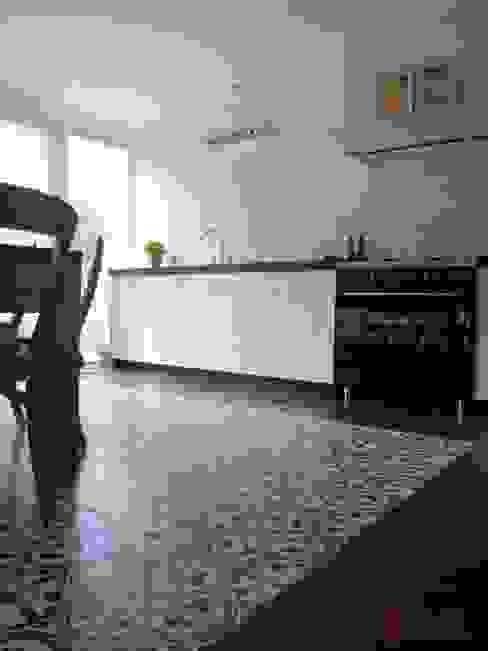 Aranżacje płytek cementowych w kuchni Śródziemnomorska kuchnia od Kolory Maroka Śródziemnomorski