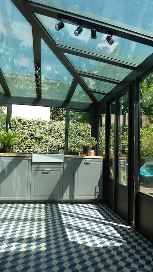 Villa Giulia _Cuisine dans une véranda style verrière Cuisine industrielle par MAAD Architectes Industriel