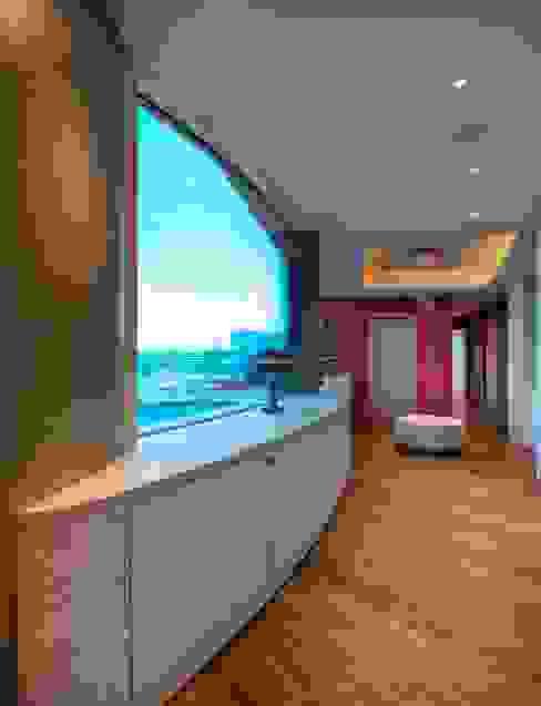 Penthouse im Stadthafen Moderner Flur, Diele & Treppenhaus von baustudio kastl Modern