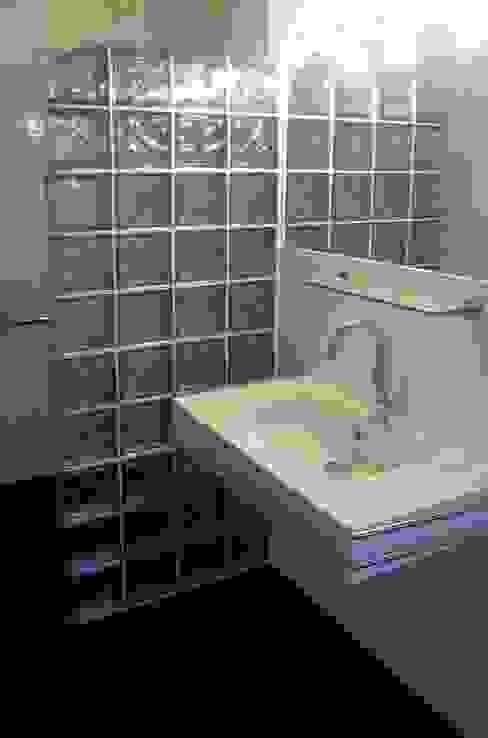 Baños de estilo moderno de tritschler glasundform Moderno
