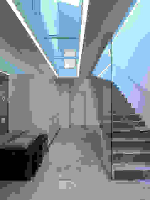 Corredores, halls e escadas modernos por LEICHT Küchen AG Moderno