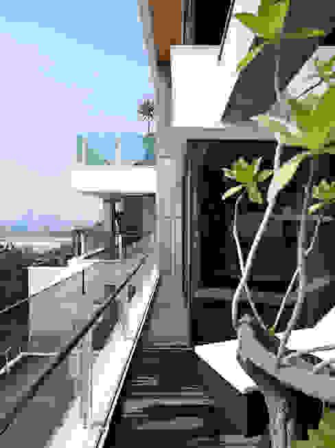 Балкон и терраса в стиле модерн от LEICHT Küchen AG Модерн