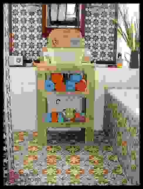 Aranżacje płytek cementowych w łazience: styl , w kategorii Łazienka zaprojektowany przez Kolory Maroka,Śródziemnomorski