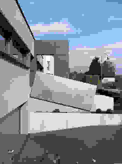 Modern garage/shed by LEICHT Küchen AG Modern