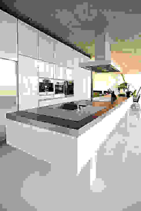 Кухни в . Автор – LEICHT Küchen AG