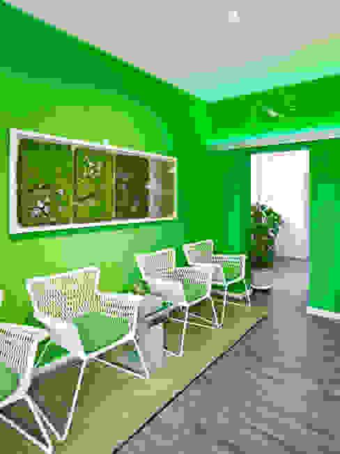 Cliniche moderne di schulz.rooms Moderno