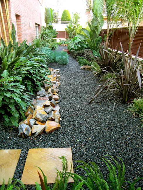 Garden by Simbiosi Estudi, Modern