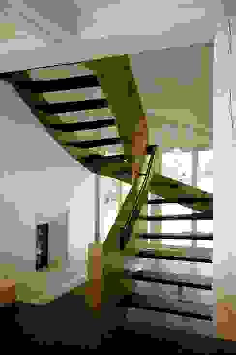 Modern corridor, hallway & stairs by Architektur- und Innenarchitekturbüro Bernd Lietzke Modern