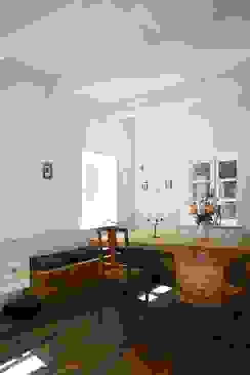 Sala da pranzo in stile  di Architektur- und Innenarchitekturbüro Bernd Lietzke, Moderno